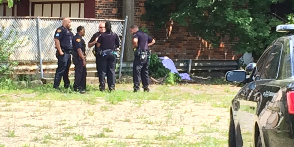 Police: Body found behind a store on Cleveland's east side