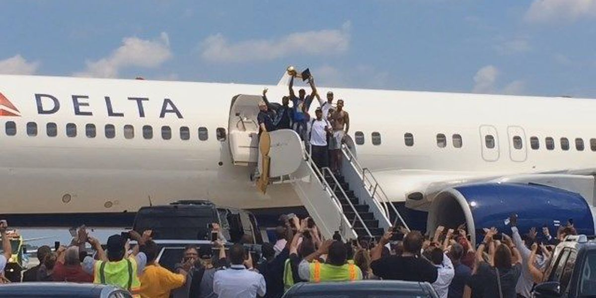 Cavs players arrive back in Cleveland to hero's welcome
