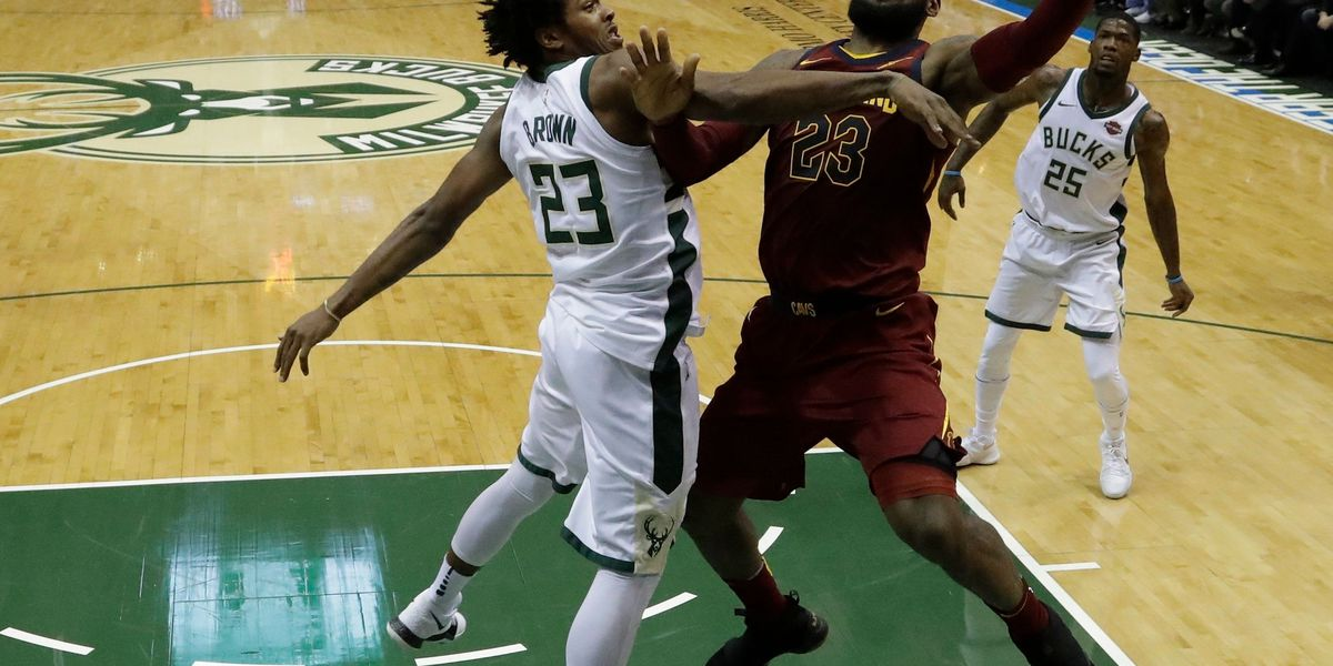 Despite LeBron's 39 points, Cavaliers fold to Bucks 119-116