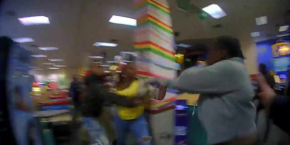 Crying children, loaded handgun, pepper spray: Fight breaks out at Mayfield Heights Chuck E. Cheese (graphic video)