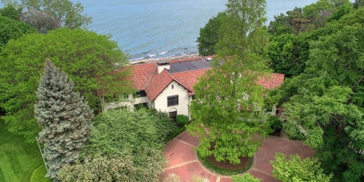 View 33 pictures of the $1.7M home for sale in Bratenahl (because it doesn't cost anything to look)