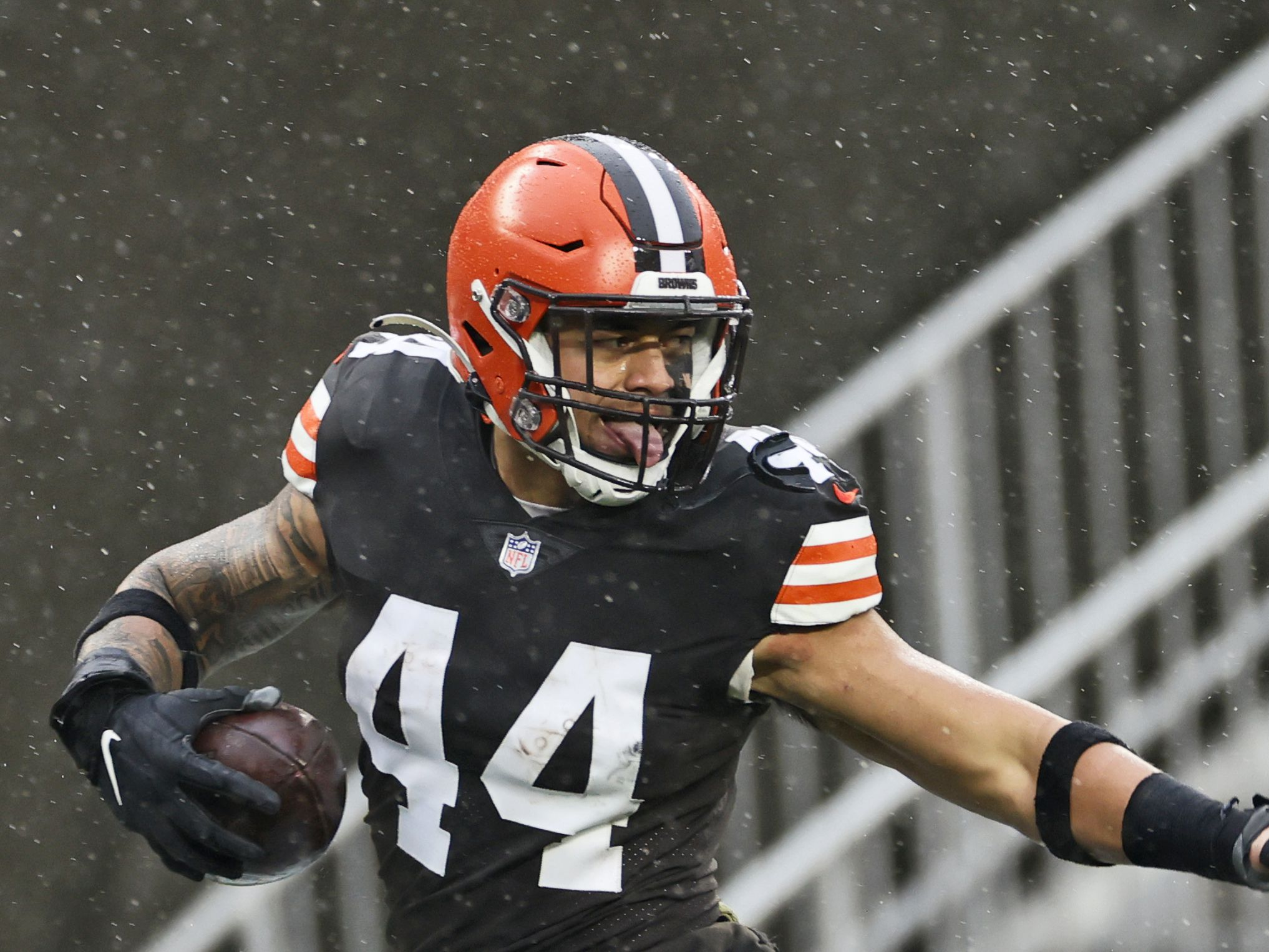 Cleveland Browns beat Philadelphia Eagles 22-17