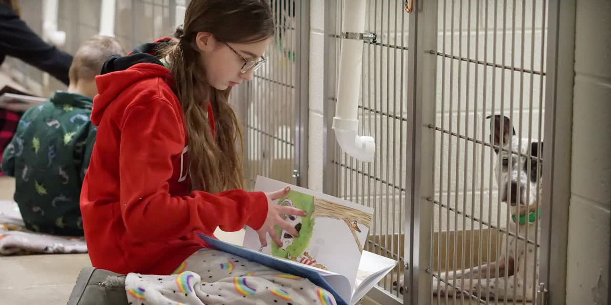 Deck the Howls reads to shelter animals