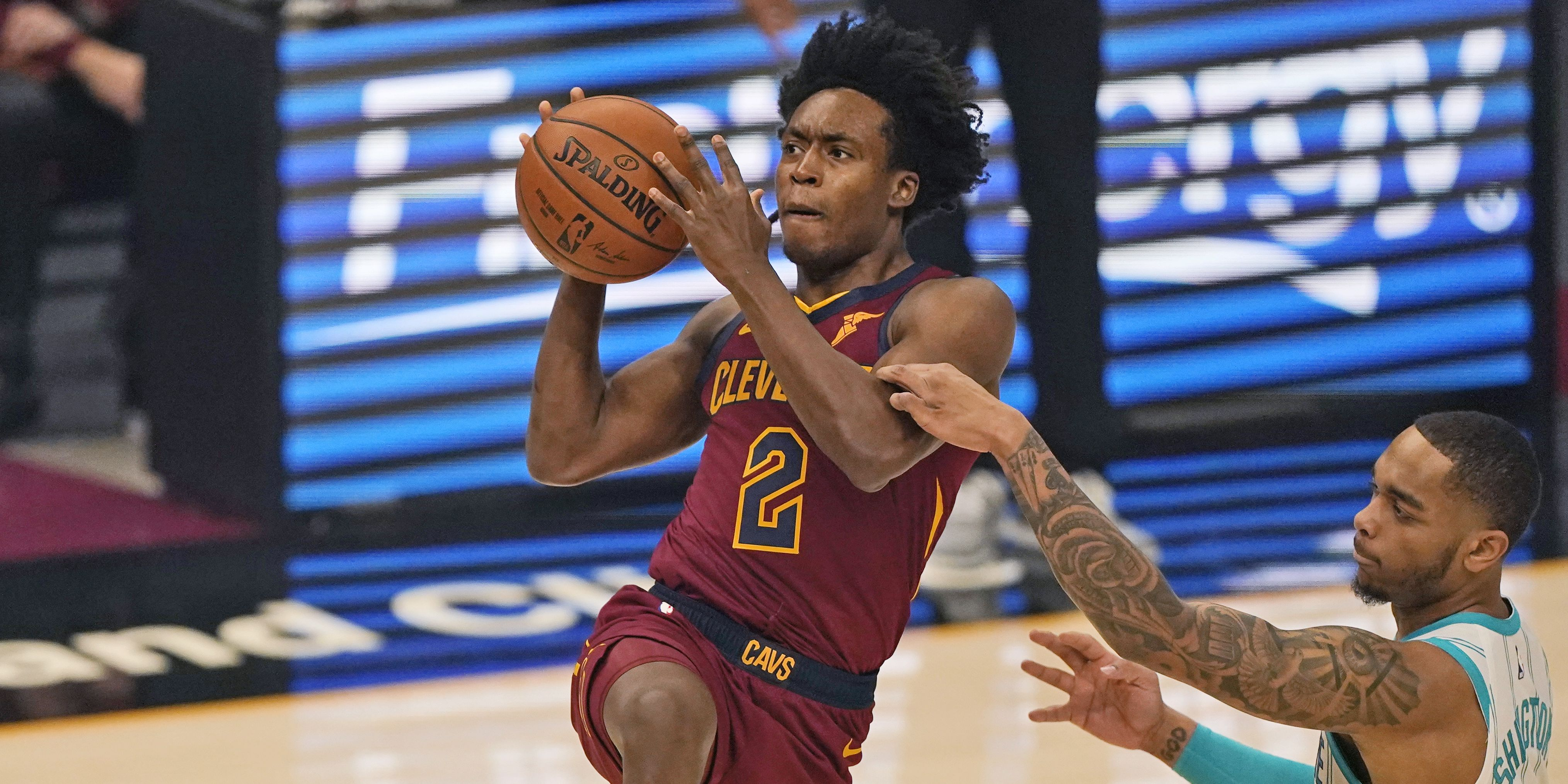Cavaliers hold off Charlotte in season opener