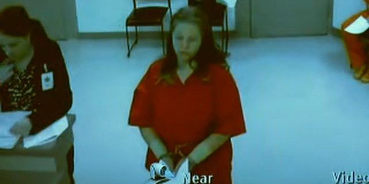 Mom who tried to kill her 2 kids pleads guilty, avoids trial