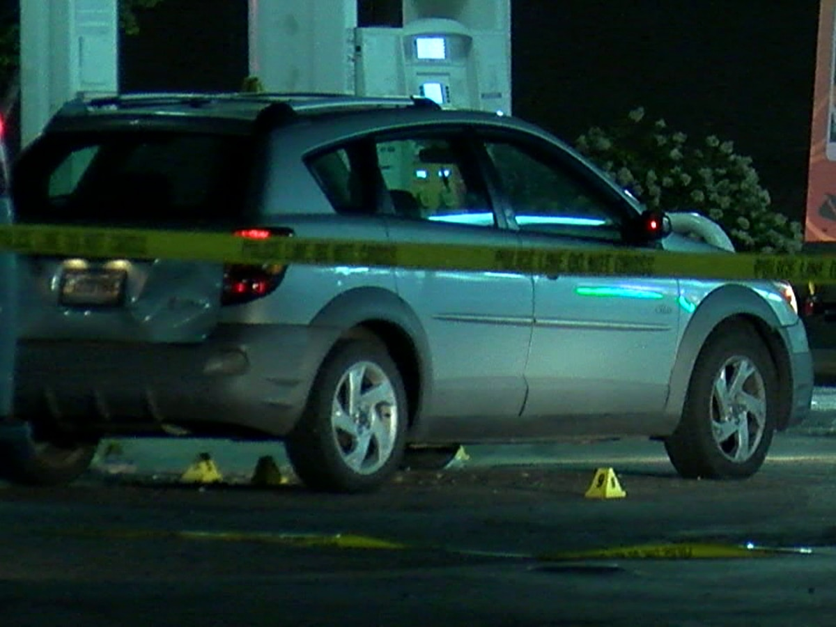 Teenager fatally shot at gas station on Lee Road