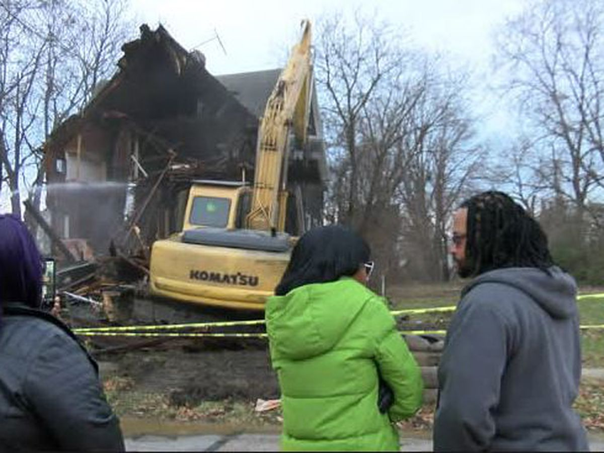 Crews demolish house Alianna DeFreeze was killed in