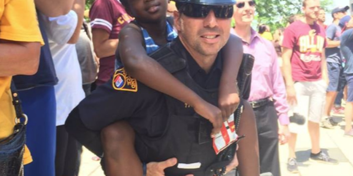 Police have great safety tip for parents with kids in crowd
