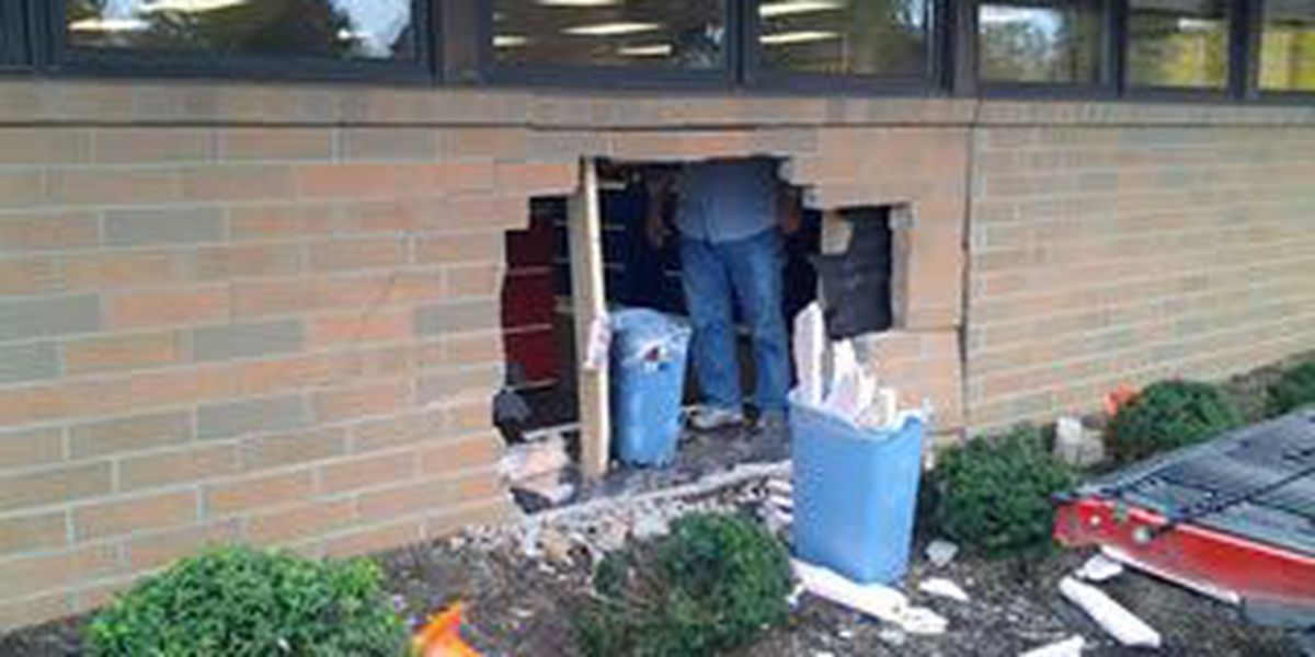Car crashes into Solon daycare