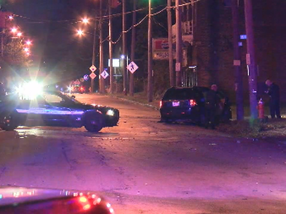 Suspect steals car with toddler inside, hits civilian car during chase with Cleveland police