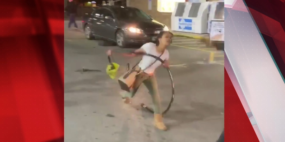 Women attack Good Samaritan during wild gas station fight over hot dogs in Akron, witness says (video)