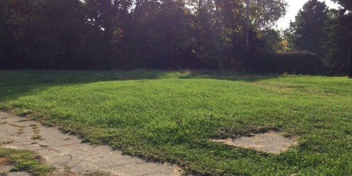 Police seek help identifying body found in vacant lot on Dibble Ave.