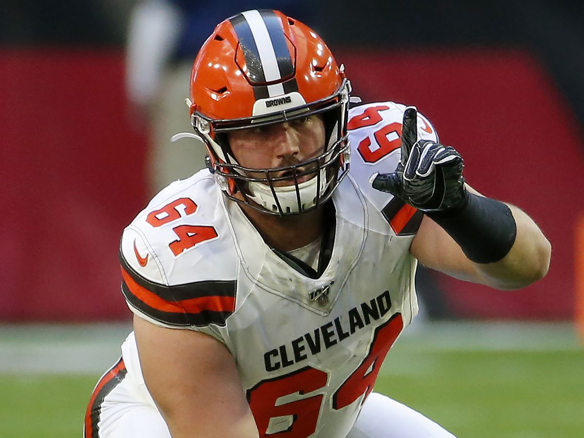 Browns center Tretter pushes daily testing