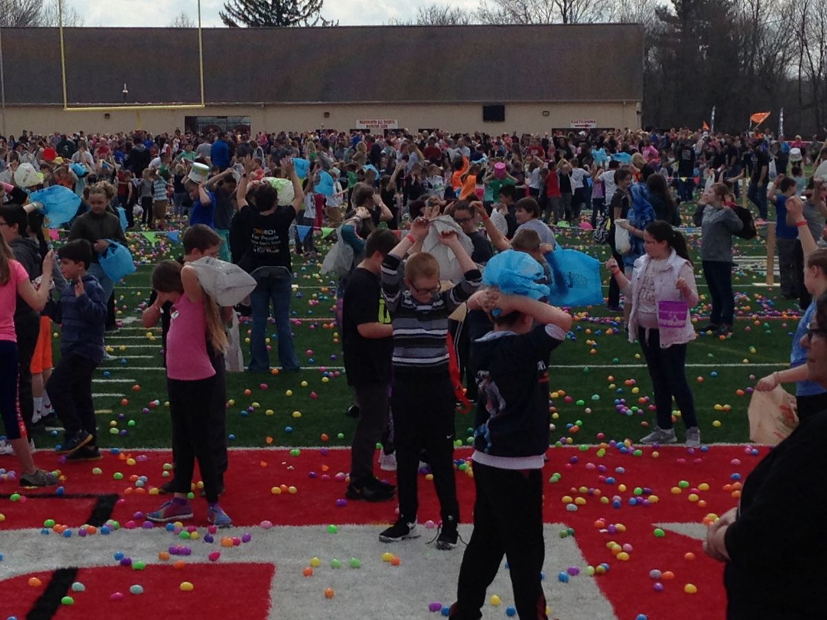 Families turn out in droves for Wadsworth church helicopter egg drop