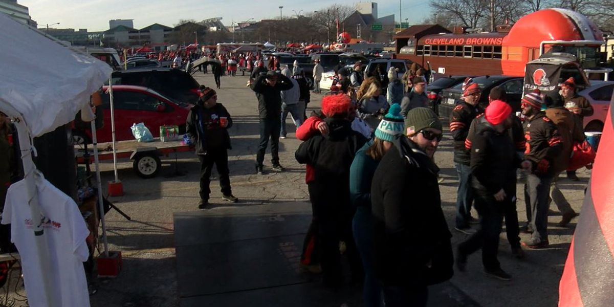 Cleveland fans brave freezing temps to party in muni Lot before Browns vs. Panthers game