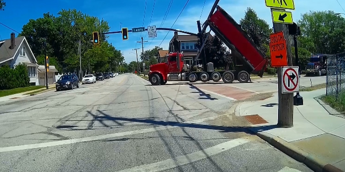 Dump truck driver tangles with Lakewood traffic light