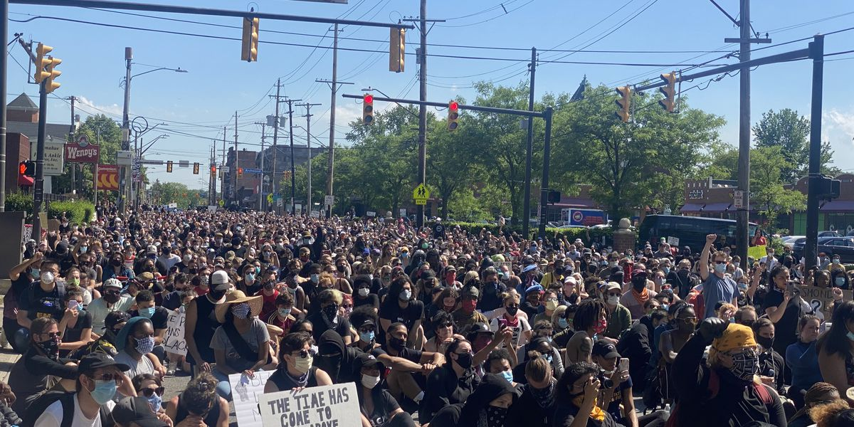Thousands protest outside Cleveland's 2nd District Headquarters