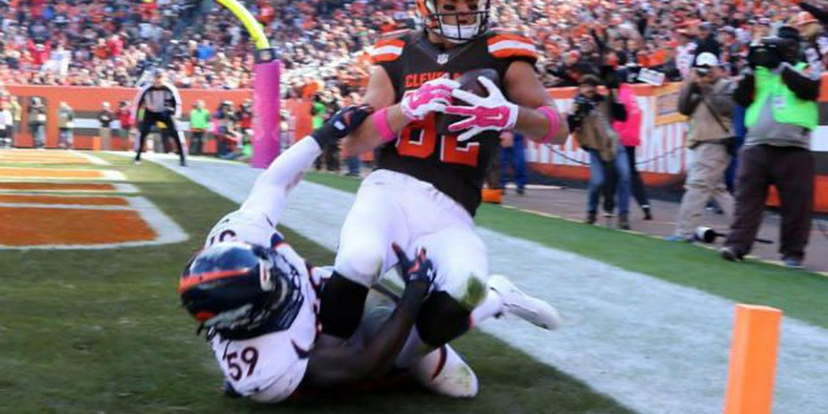 Browns TE Gary Barnidge treats fan to Christmas Eve movie