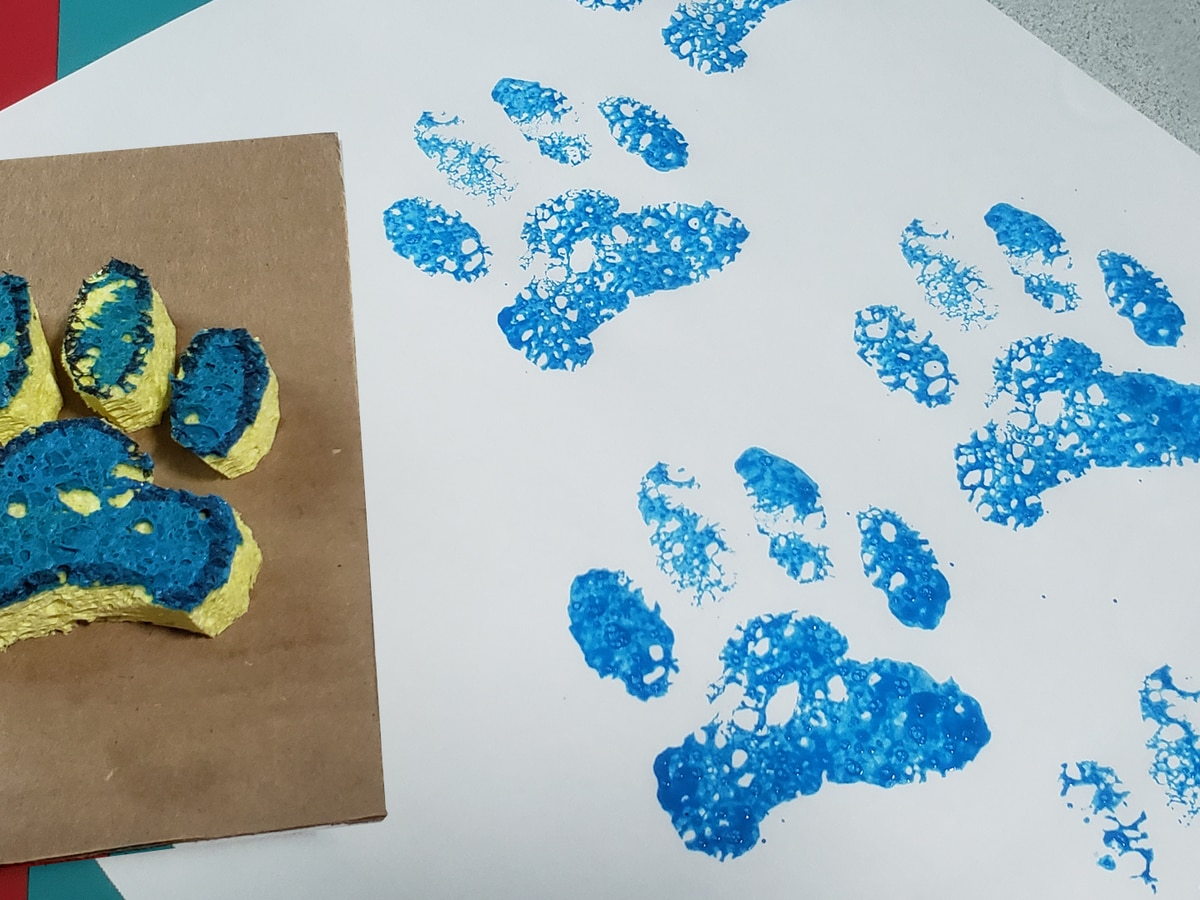 Family craft time! How to make paint paw prints