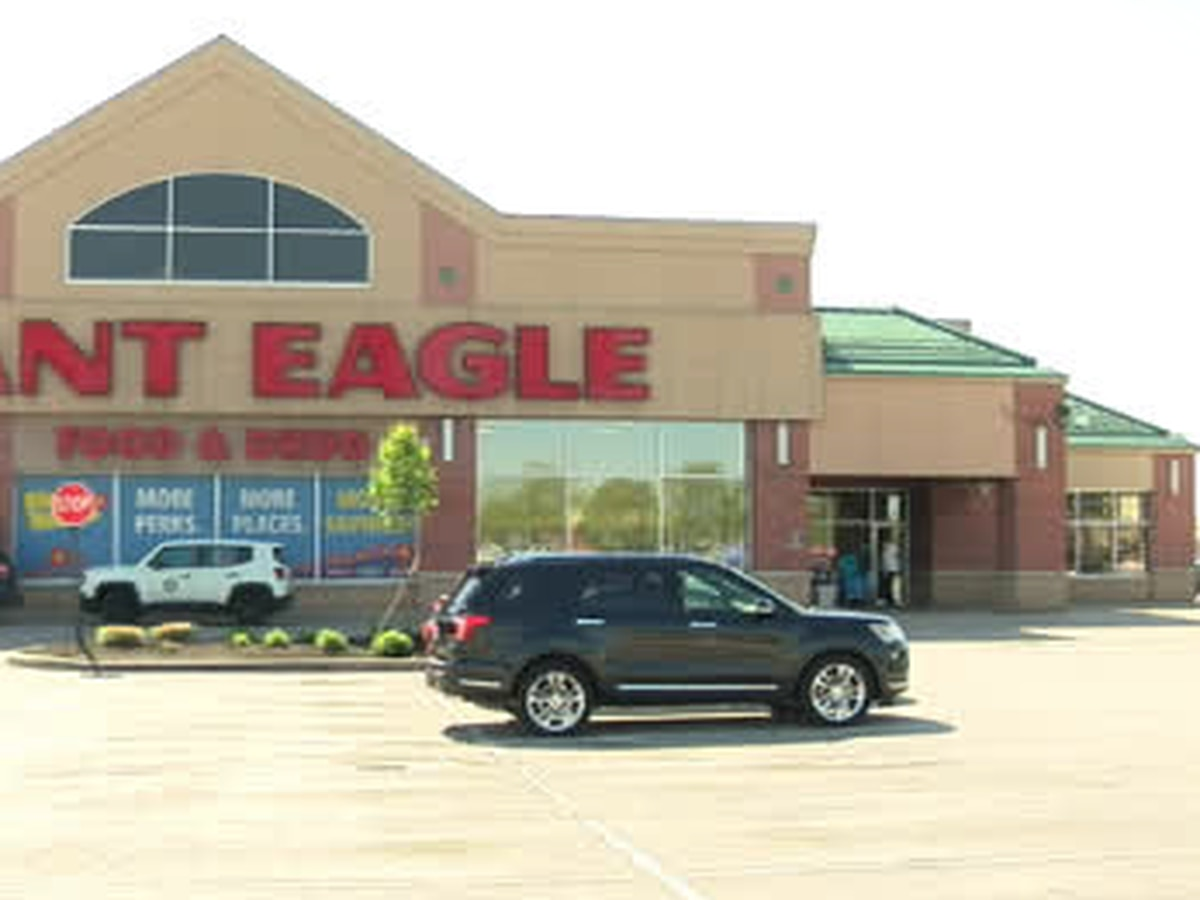 Police: Man shoots himself in Brunswick Giant Eagle, officers cordon off area to investigate