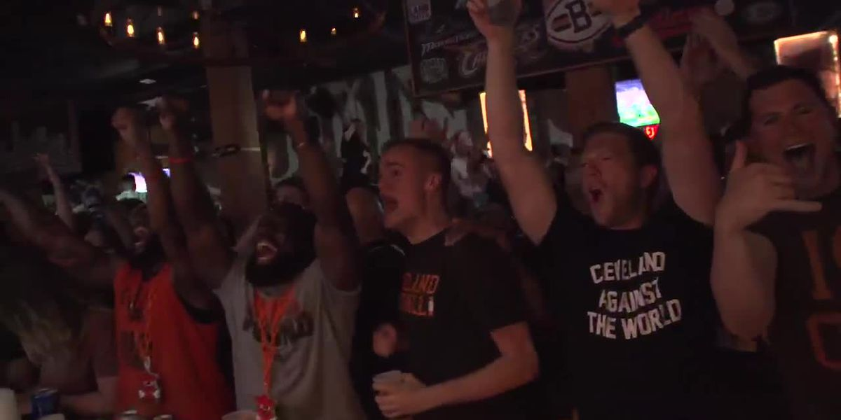 Watch Cleveland celebrate the first Browns victory in 635 days