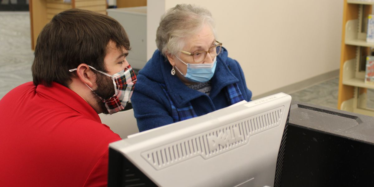 Lake County library helps seniors sign up to receive COVID-19 vaccines