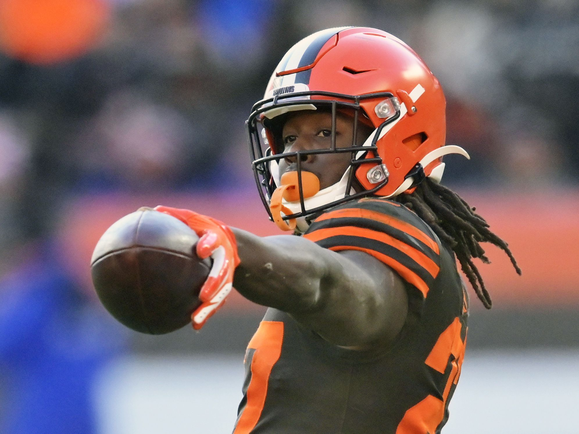 Browns place tender on Kareem Hunt, near deal with TE Hooper