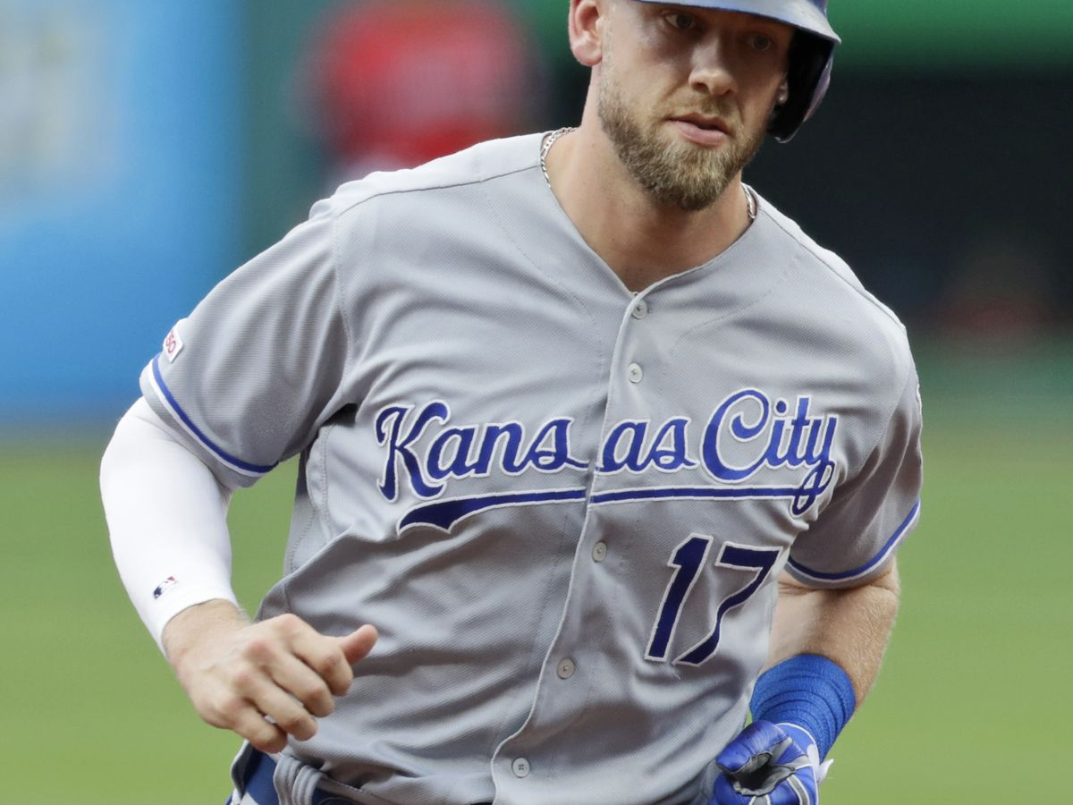 Dozier homers in 1st, Royals snap Indians' 6-game win streak