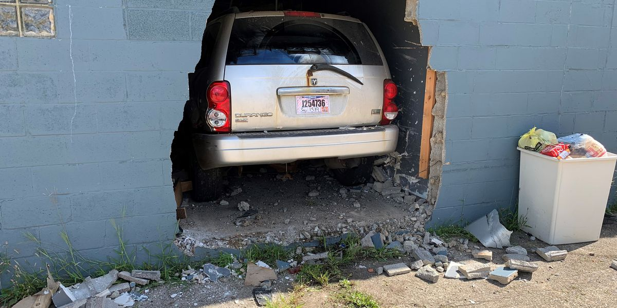 Car crashes into vacant building on Cleveland's West Side