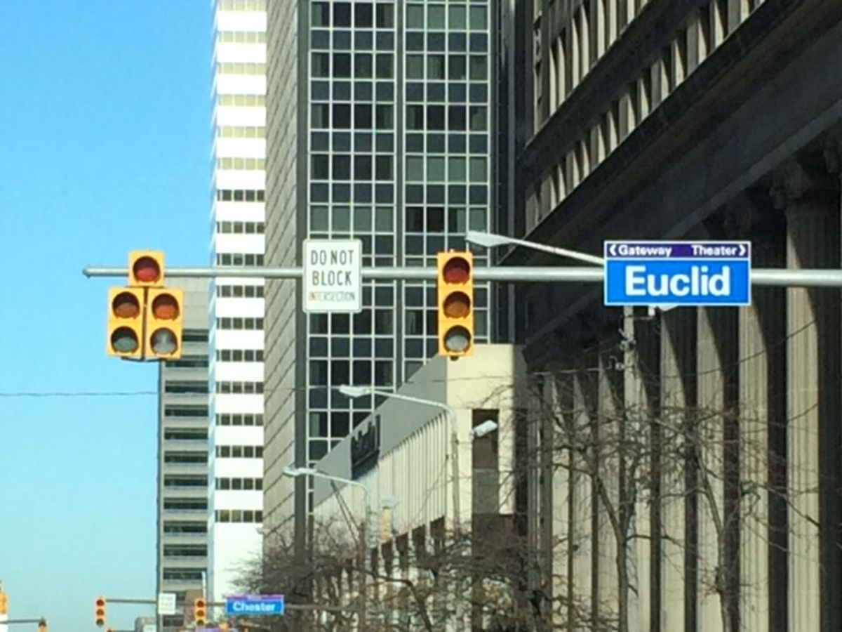Traffic lights back on at downtown Cleveland intersections