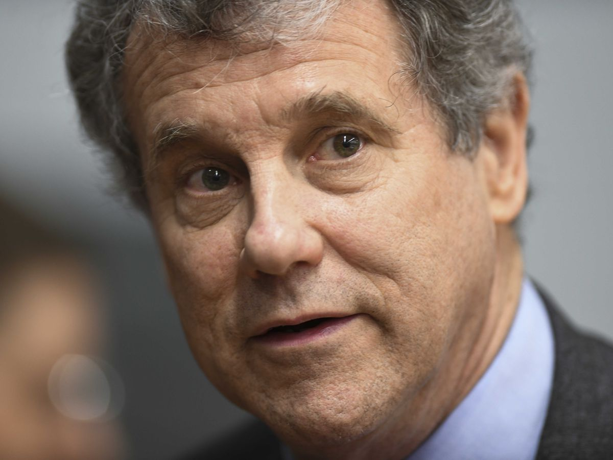 Sherrod Brown meets with striking UAW workers in Parma