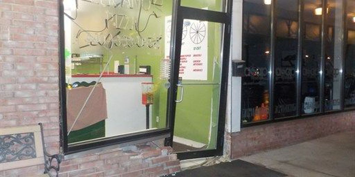 Alleged drunken driver crashes into Rocky River restaurant