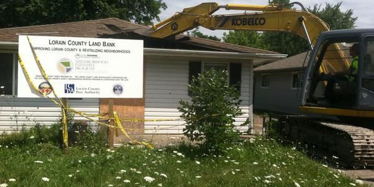 Elyria demolishes more broken down homes