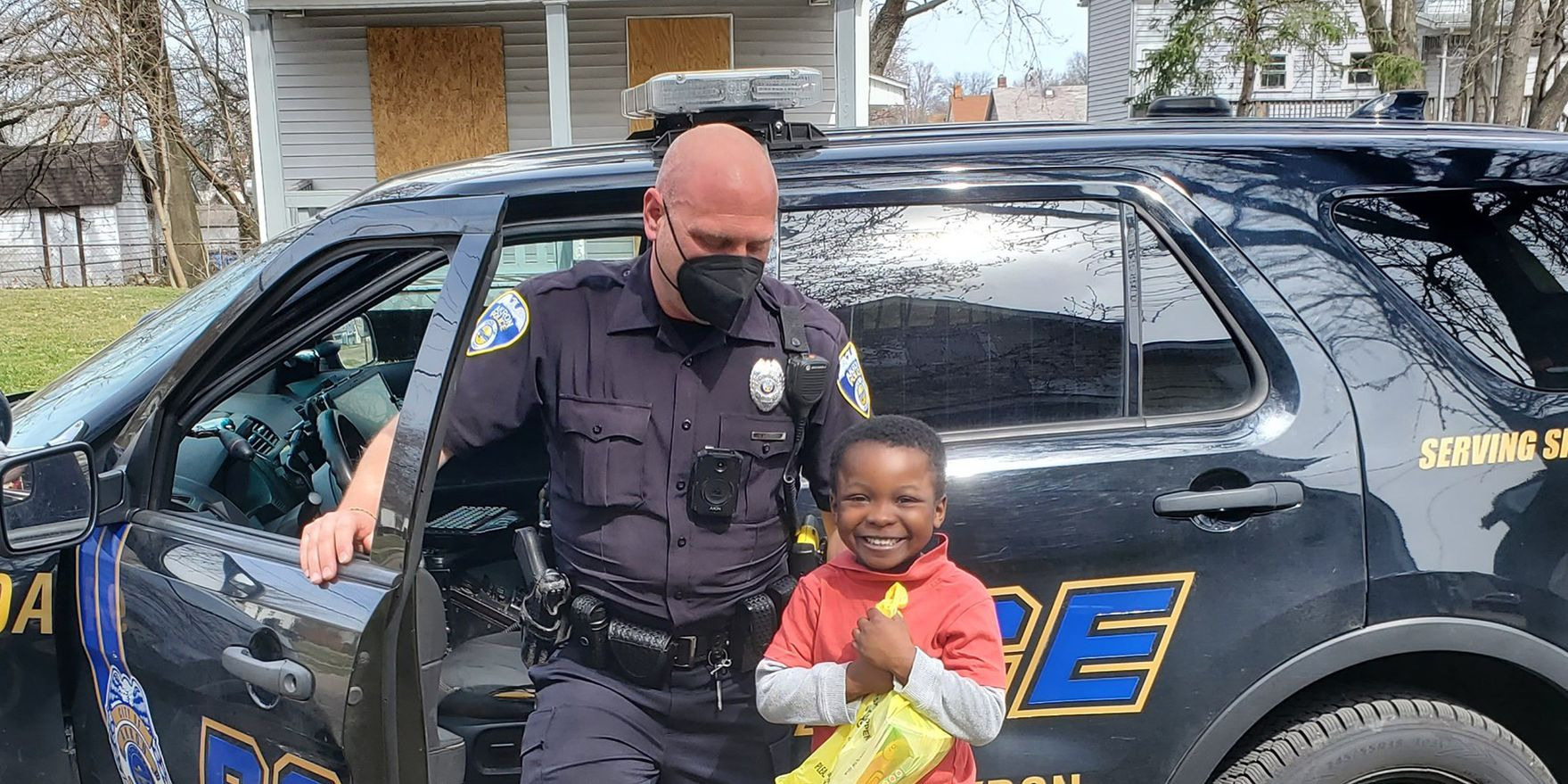 Akron 5-year-old helps mom with yard work, gets surprise from police officer