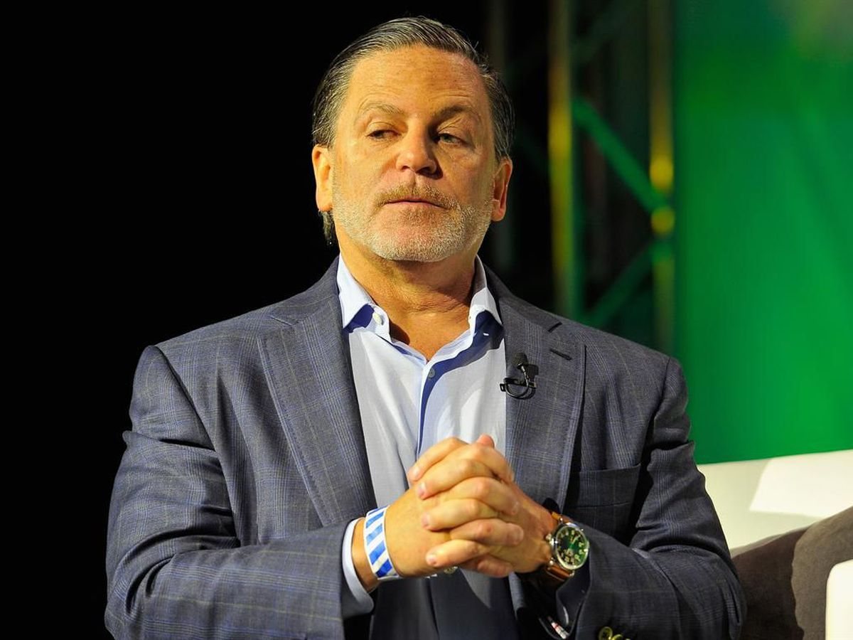 Cavaliers visit owner Dan Gilbert, recovering from stroke