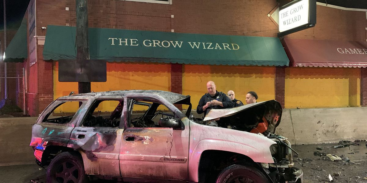 2 die in fiery car crash, Cleveland fire says