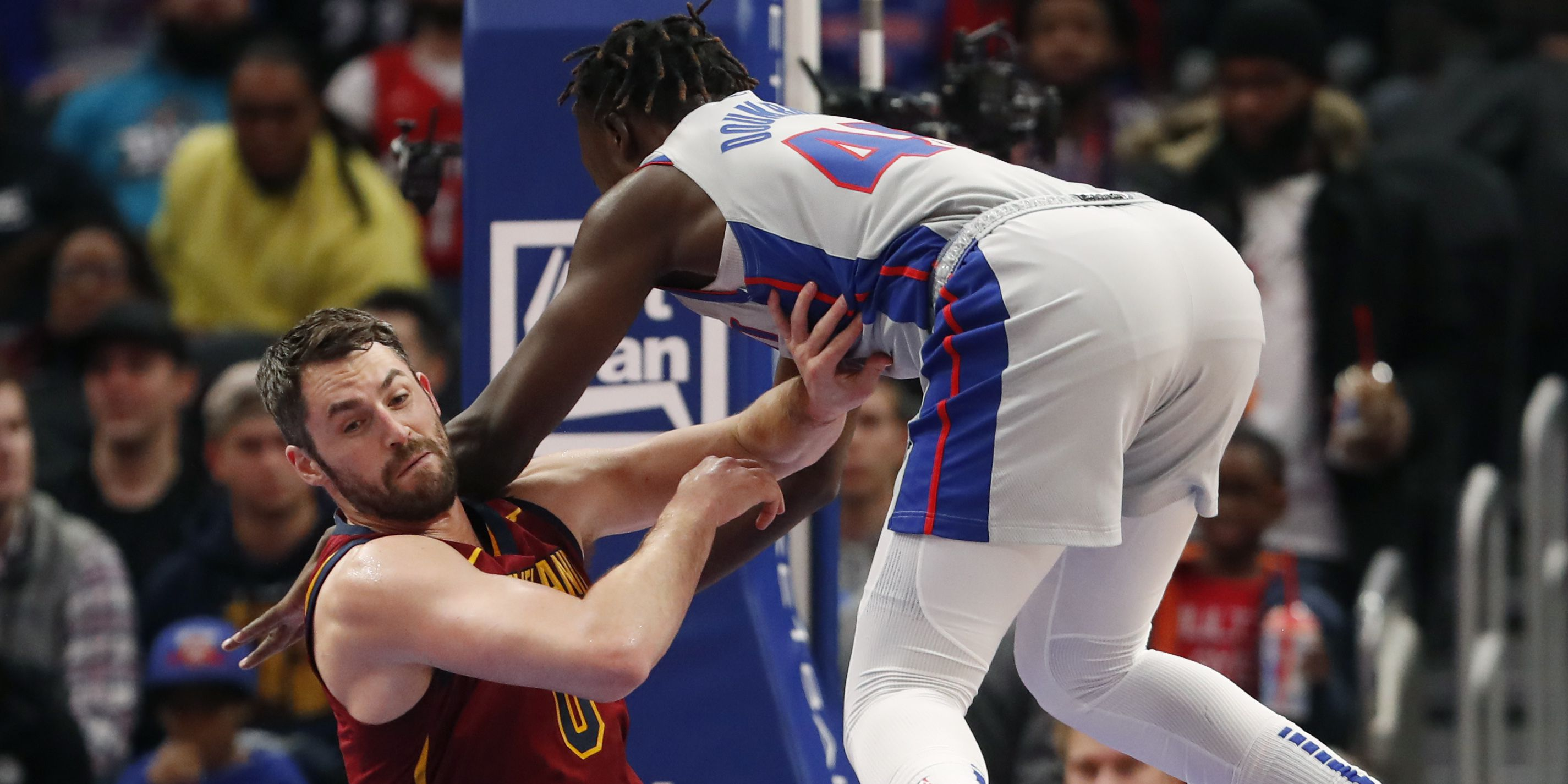 Love's big first half lifts Cavaliers past Pistons 115-100