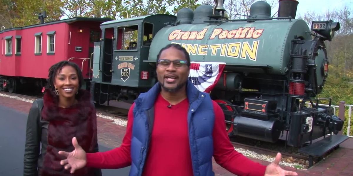 Josh Cribbs, Maria Cribbs do their holiday shopping at Grand Pacific Junction