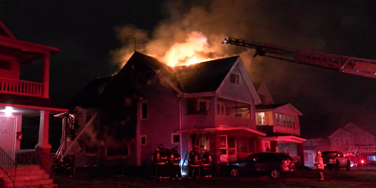 House catches fire in Cleveland (video)