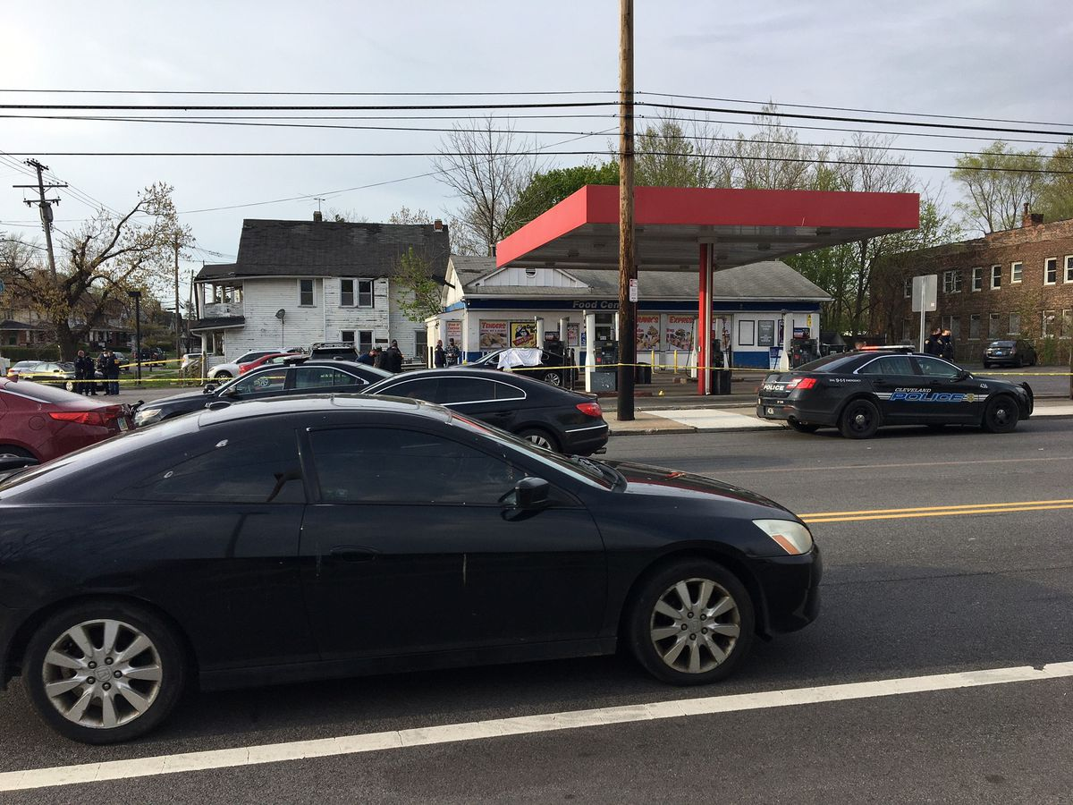 20-year-old Cleveland man shot, killed while sitting at gas pump