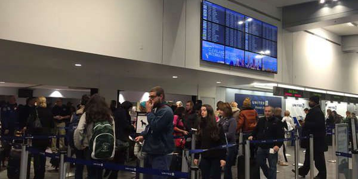Thanksgiving Travel: Busy roads and packed airports