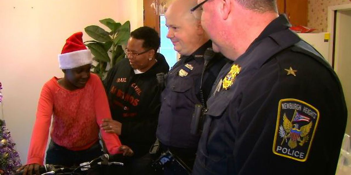 Newburgh Heights officers deliver second round of presents to struggling family