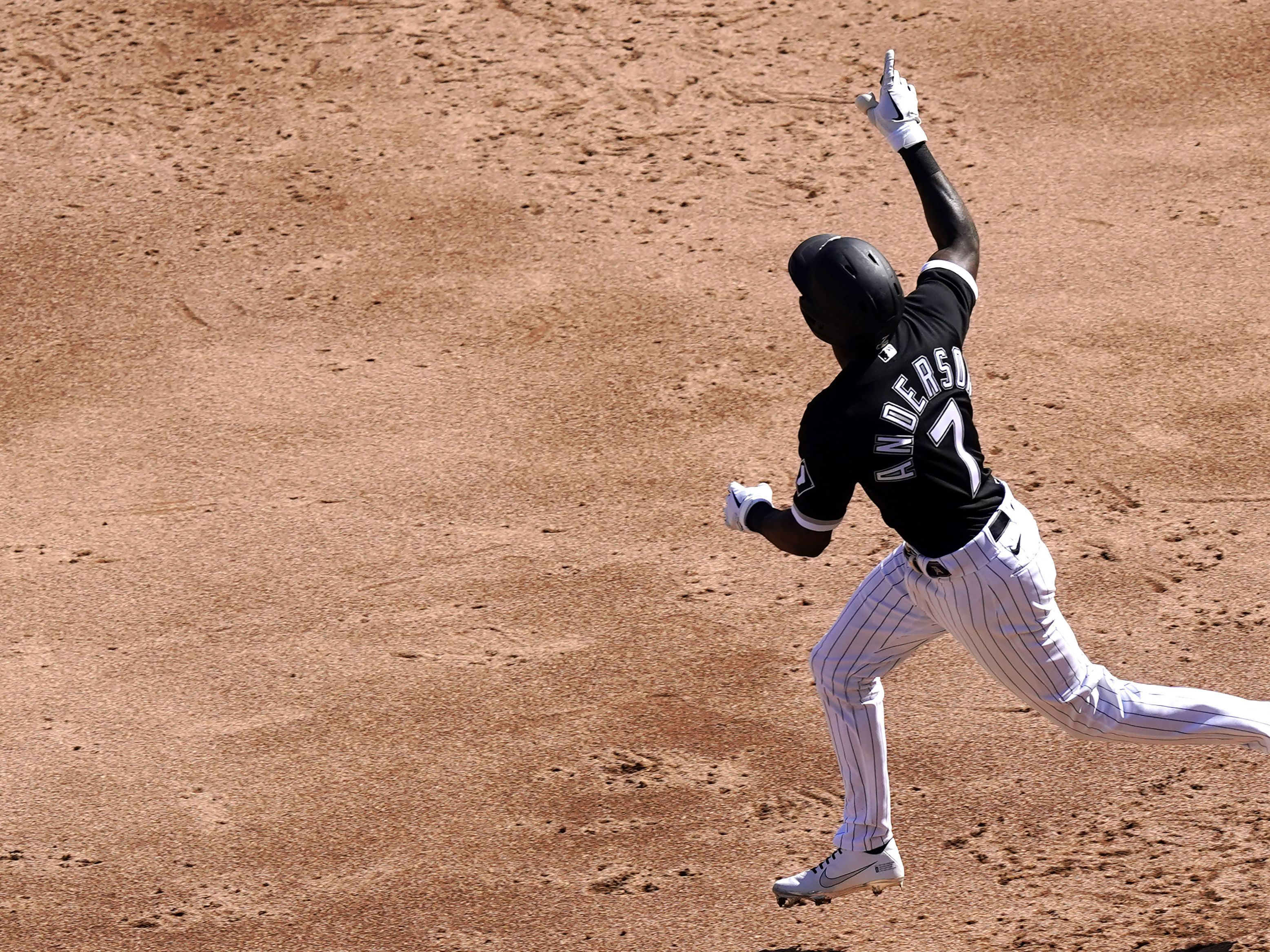 Anderson hits grand slam, White Sox beat Indians 7-3