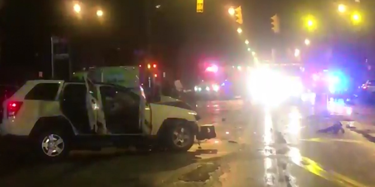 1 dead, 1 injured in early-morning crash on Detroit Avenue