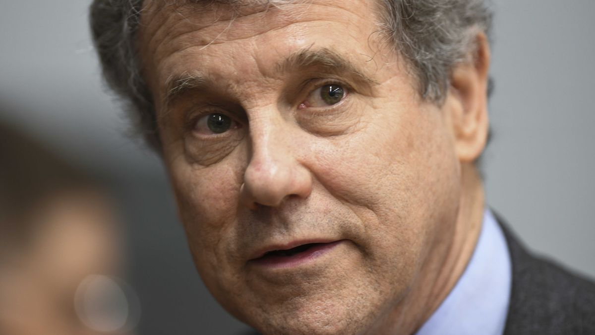 Sherrod Brown to meet with striking UAW workers in Parma