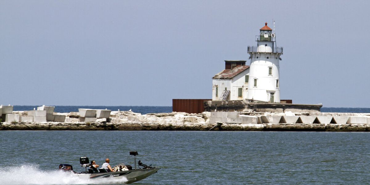 Federal government to give away Cleveland lighthouse in Lake Erie for free