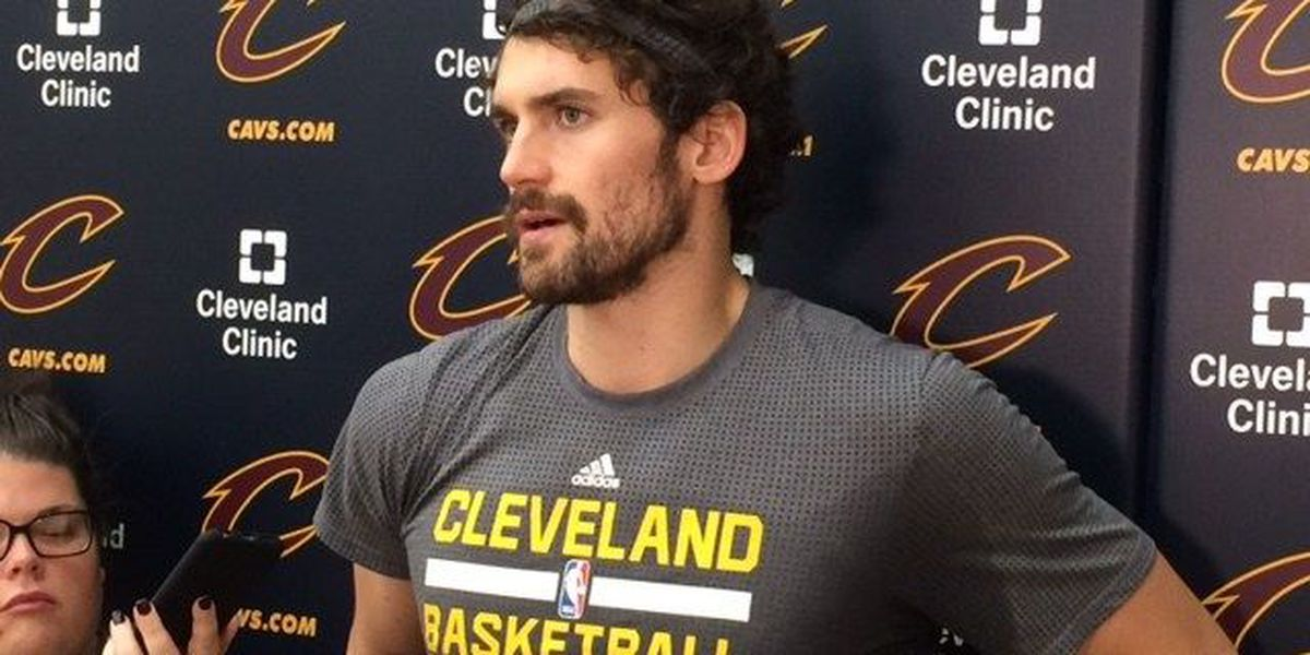 Kevin Love leaves game with shoulder injury, not serious