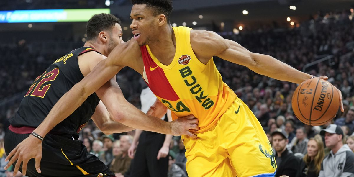 Hobbled Antetokounmpo lifts Bucks past Cavs 127-105