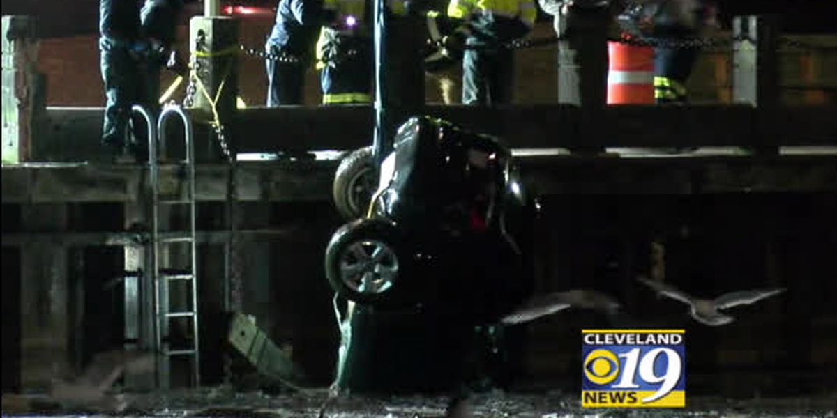 Man turns himself in after driving car into Cuyahoga River, crews pull wreckage from water (video)