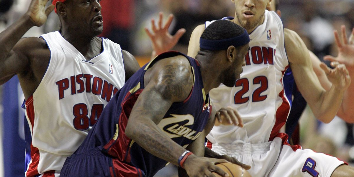 On this day in 2007: LeBron James scores 25 straight points in win against Detroit Pistons in game 5 of Eastern Conference Finals (video)